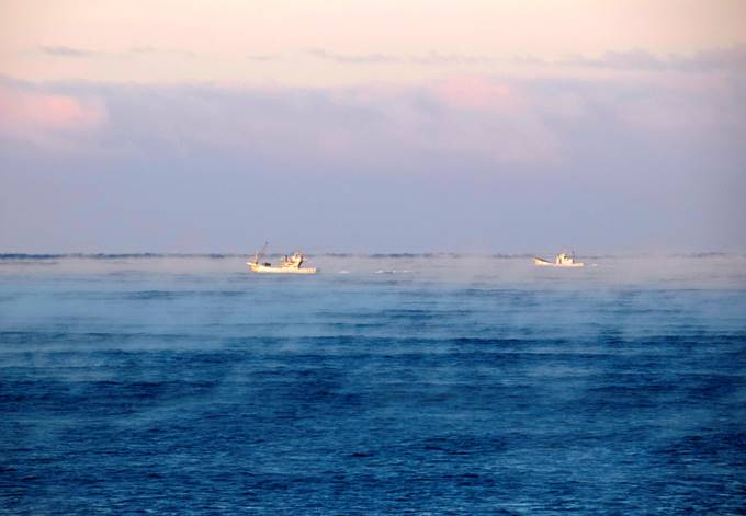 漁船とけあらし 漁師さん寒い中のお仕事お疲れ様です!