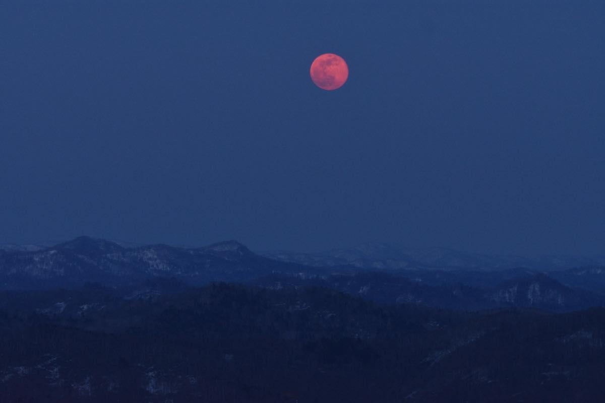 4月の満月、ピンクムーン。留萌市ルルモッペ憩いの森